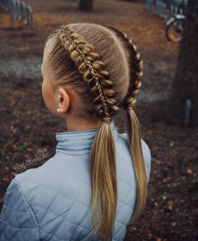 acconciature capelli lunghi bambina pettinatura con due trecce francesi