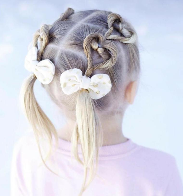 acconciature per comunione bambina ragazza con capelli biondi trecce a cuore