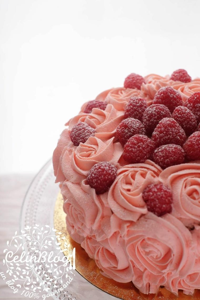 come colorare la panna montata senza coloranti decorazione torta con frutti di bosco