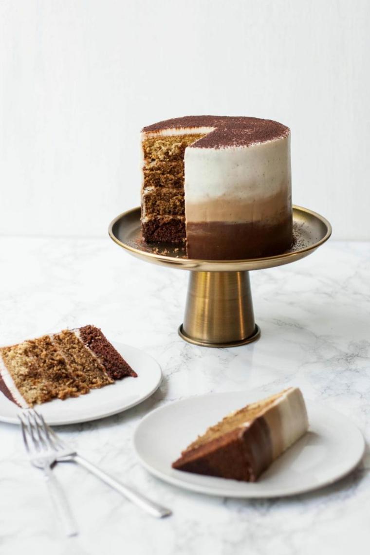 come decorare il tiramisù torta con strati di pan di spagna e crema al mascarpone