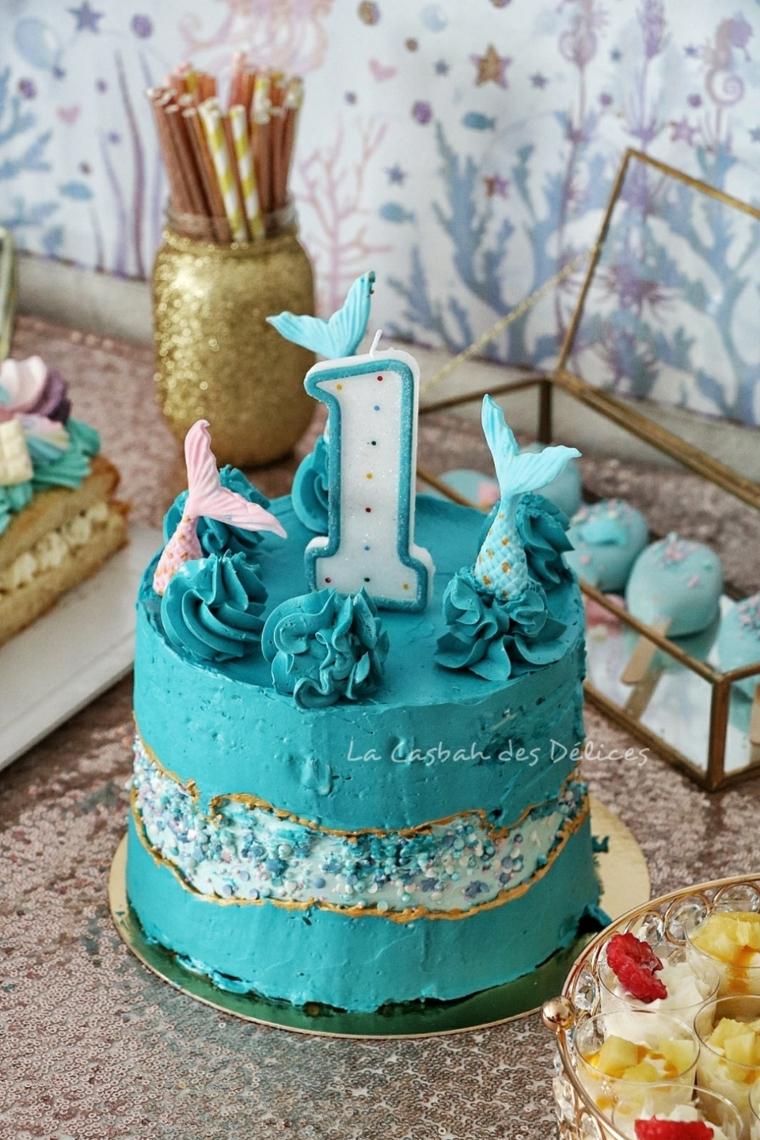 compleanno torta decorata panna torta rotonda con candela numero uno