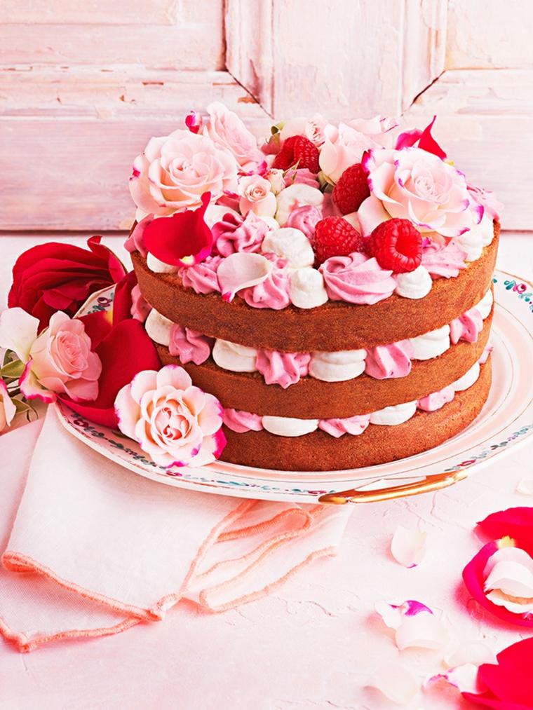 compleanno torta decorta panna strati di pan di spagna con glassa colorata