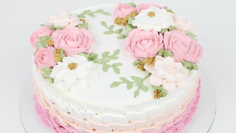 decorazioni torte semplici con panna torta rotonda con glassa colorata di rosa