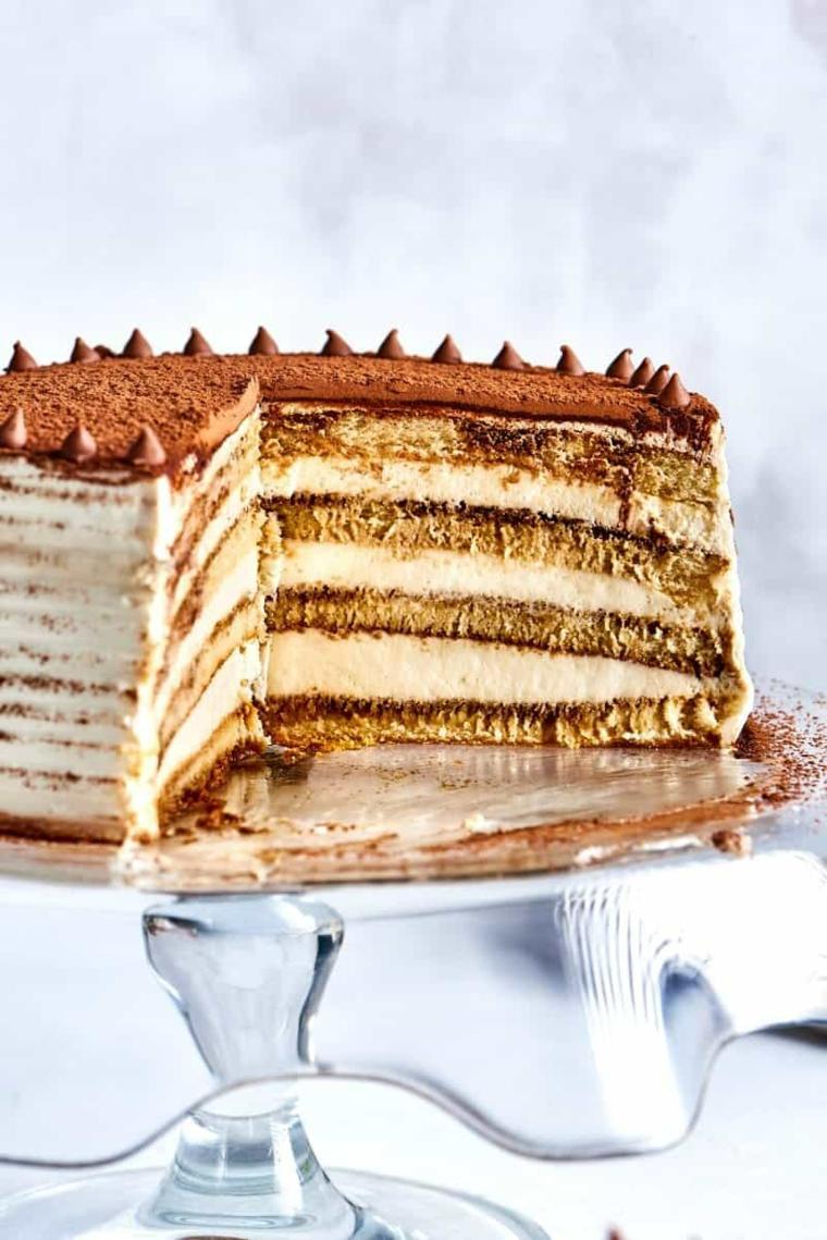dolce con savoiardi e mascarpone torta rotonda toramisù con cacao