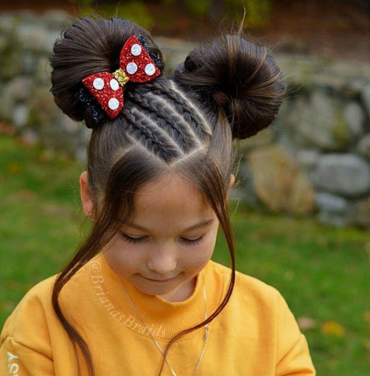 pettinatura minnie mousse con due chignon acconciature bambina capelli lunghi