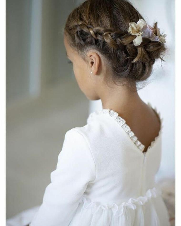 ragazza con capelli biondi acconciature bambina cerimonia