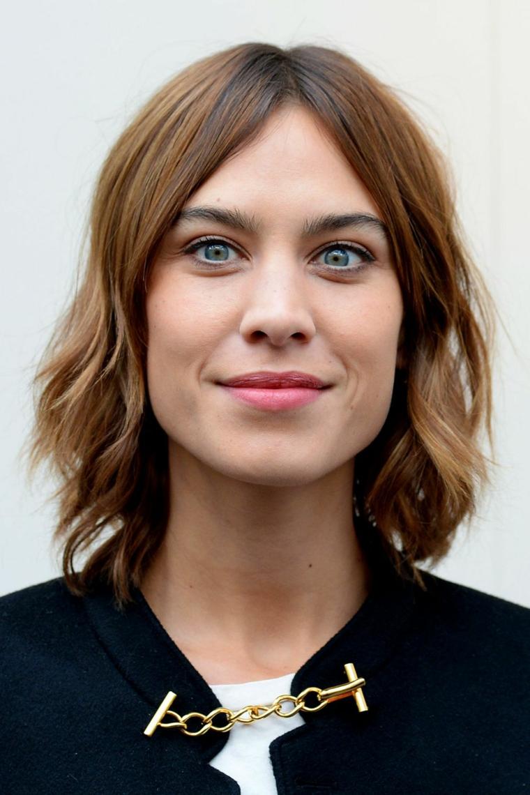 tagli capelli corti 2021 acconciatura shag con lunghezze mosse