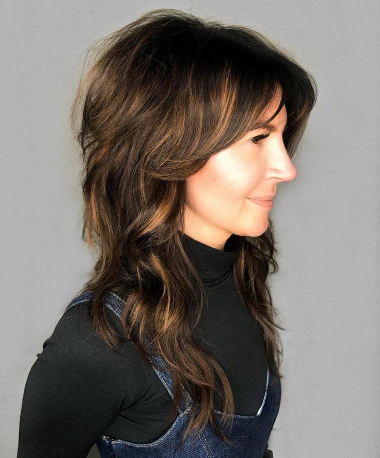 taglio capelli lunghi scalati donna acconciatura femminile con frangia