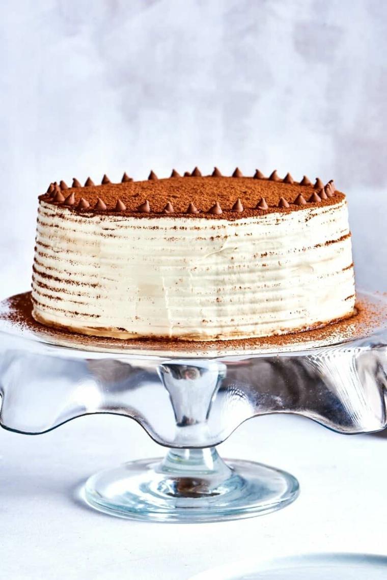 torta tiramisù compleanno con savoiardi decorazione con cacao in polvere