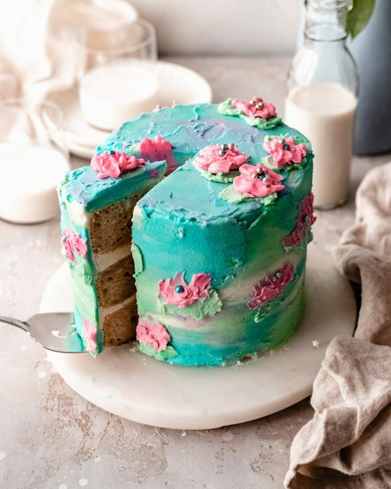 torta watercolor con decorazioni floreali come decorare una torta con la panna colorata