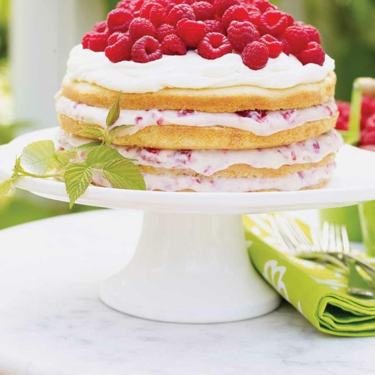 torte decorate con panna e frutta torta con strati di pan di spagna