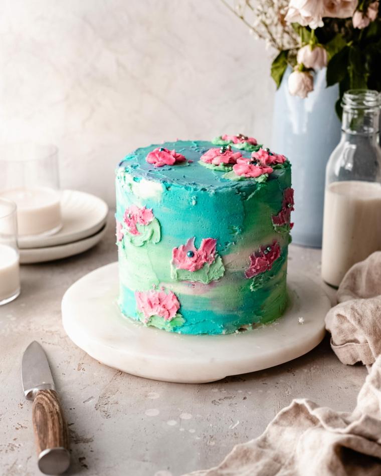 torte decorate con panna montata colorata torta con decorazioni fiori