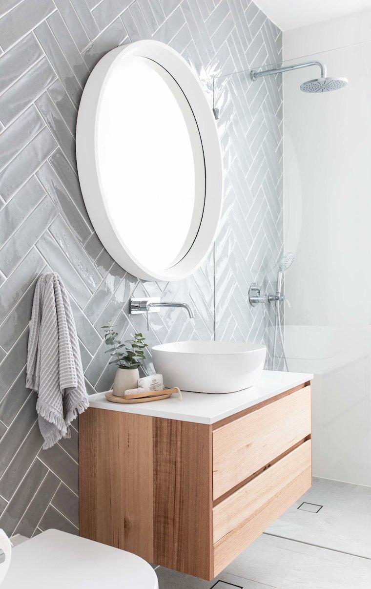 bagni piccoli bellissimi rivestimento pareti con piastrelle grigie