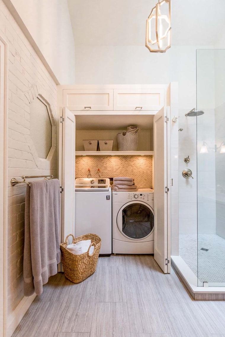 bagno piccolo soluzioni salvaspazio armadio con zona lavanderia
