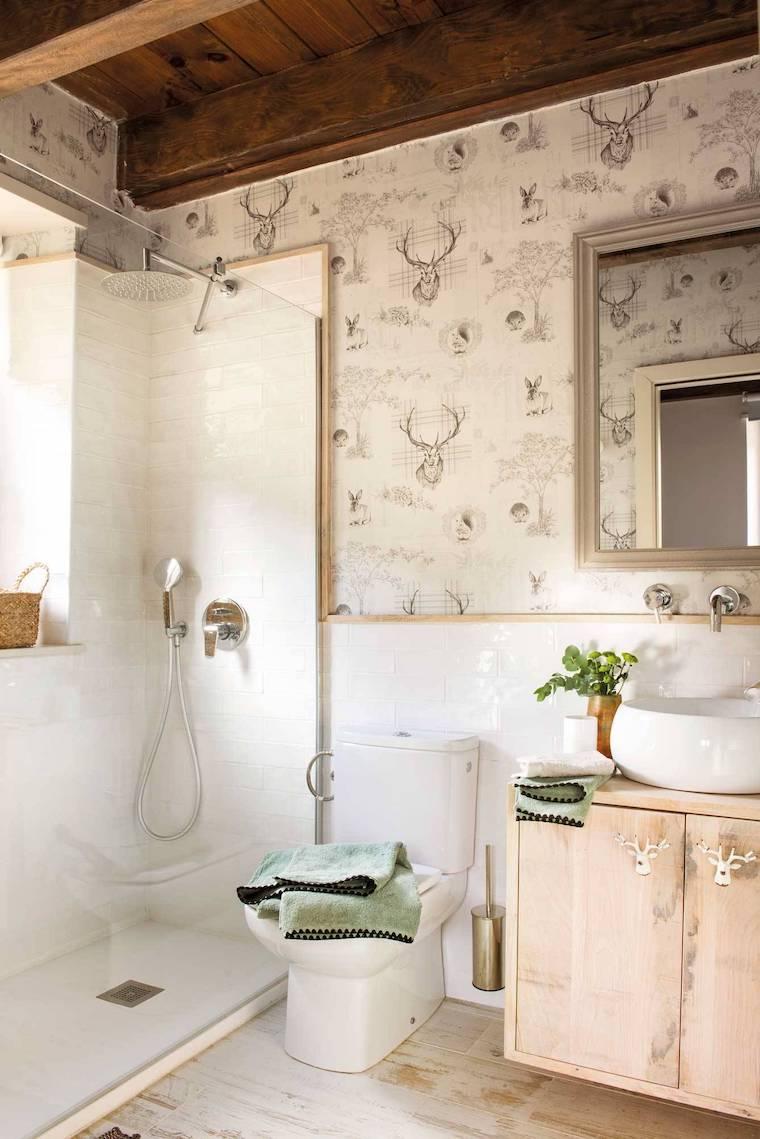 bagno piccolo soluzioni salvaspazio box doccia con piastrelle bianche