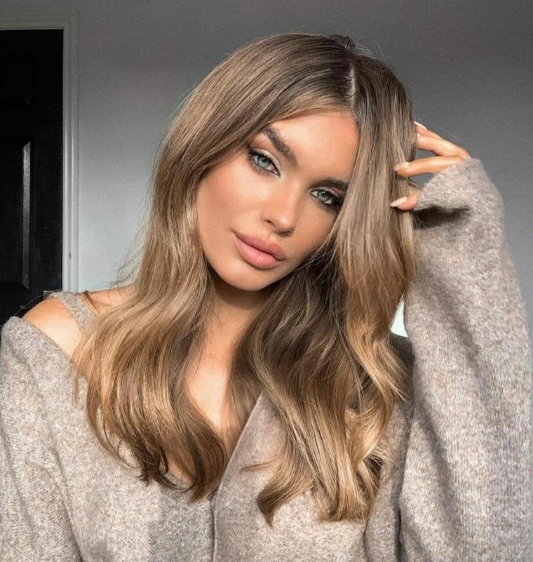 capelli castano cenere naturale acconciatura taglio di media lunghezza