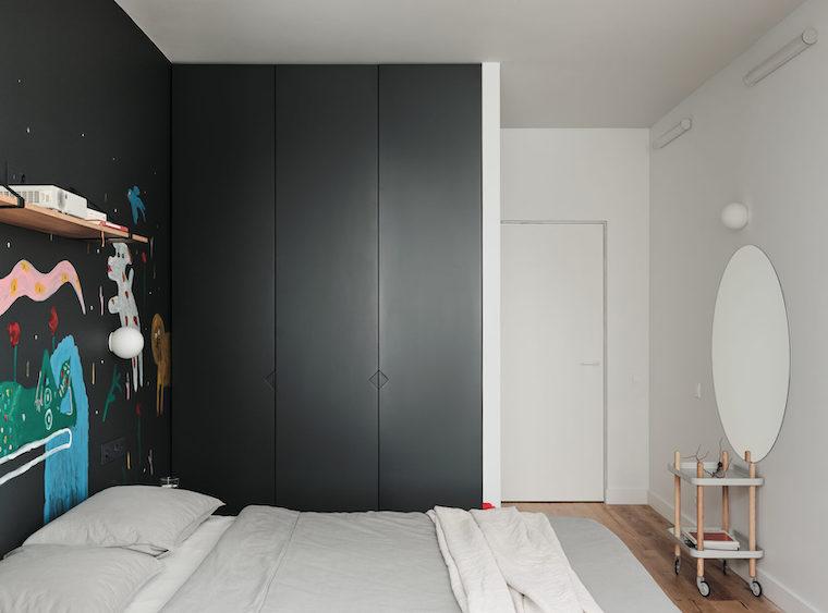 colore pareti camera da letto con mobili scuri parete dipinta con disegni
