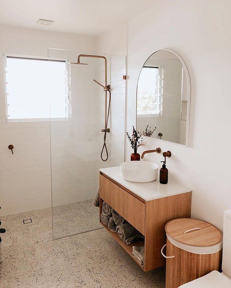 come arredare un bagno piccolo rettangolare mobile lavabo con mensola