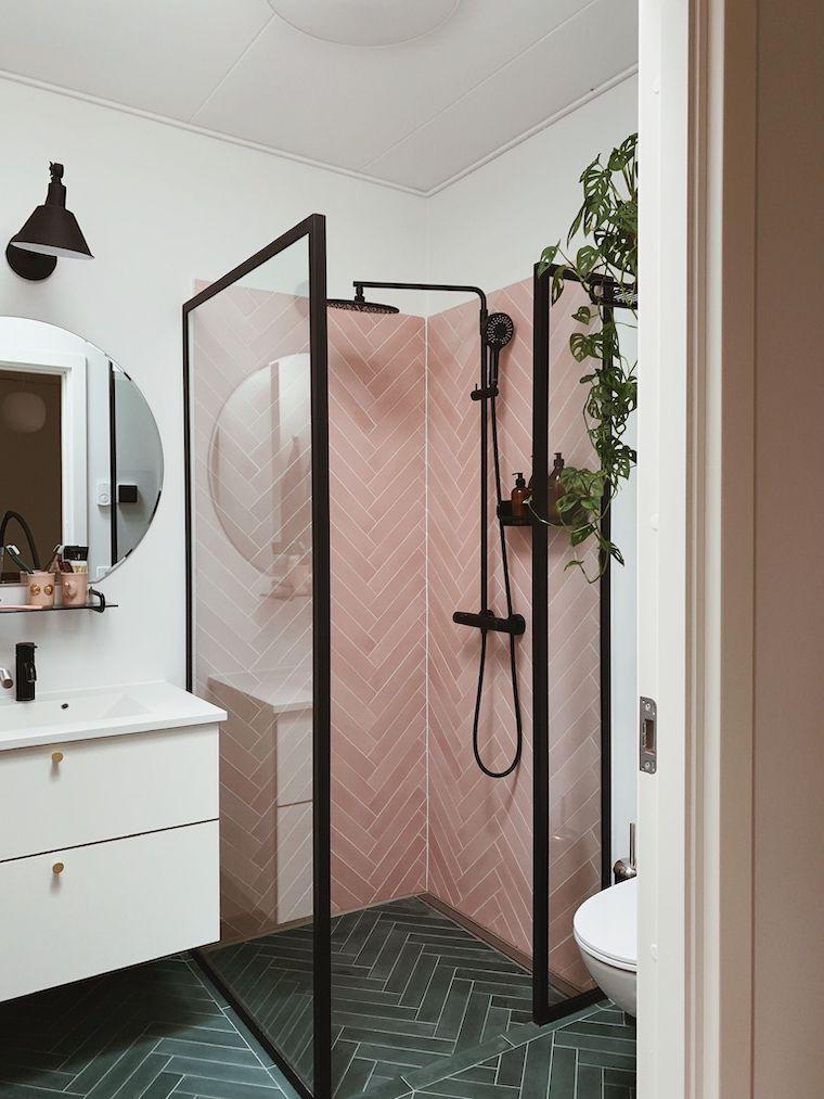 come arredare un bagno piccolo rettangolare rivestimento con piastrelle rosa
