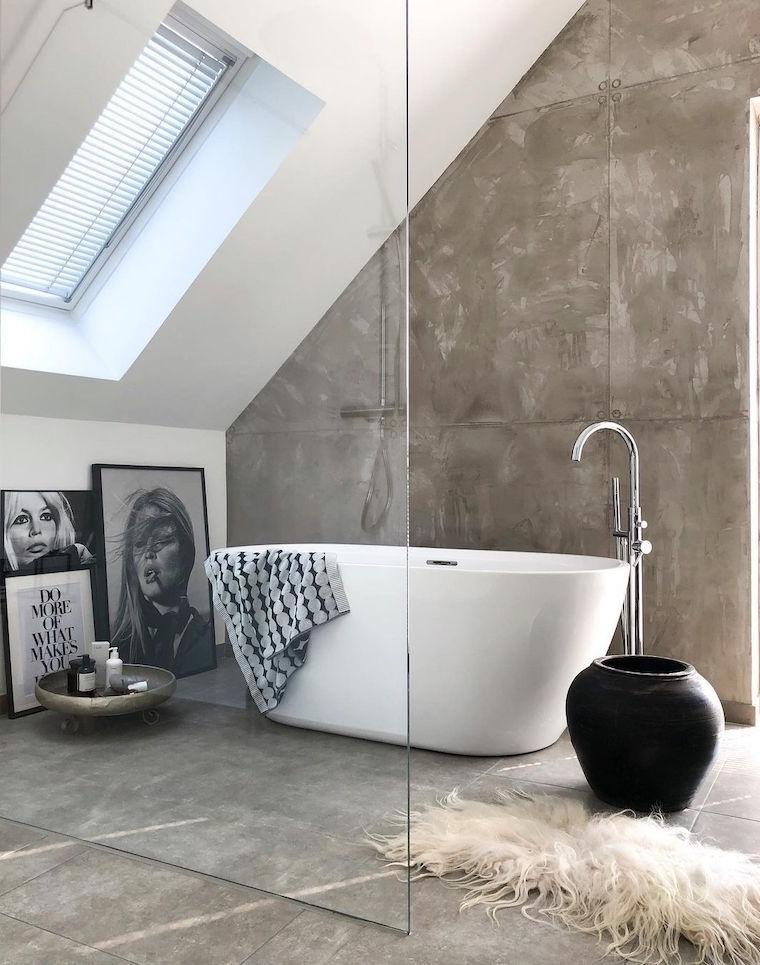 come arredare un bagno piccolo vasca da bagno freestanding rivestimento pareti con piastrelle