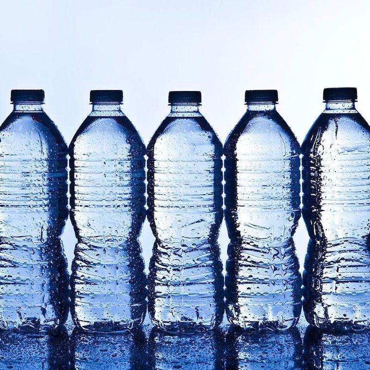 come eliminare la cellulite bottiglie di acqua
