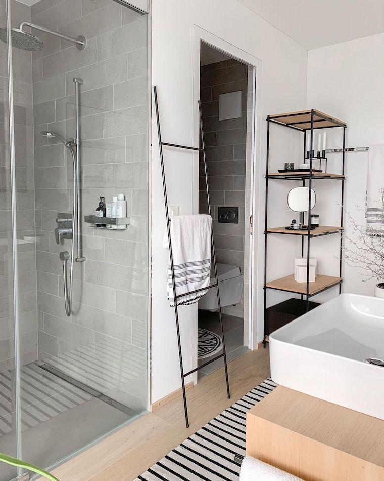 idee rivestimento bagno piccolo box doccia con piastrelle bianche