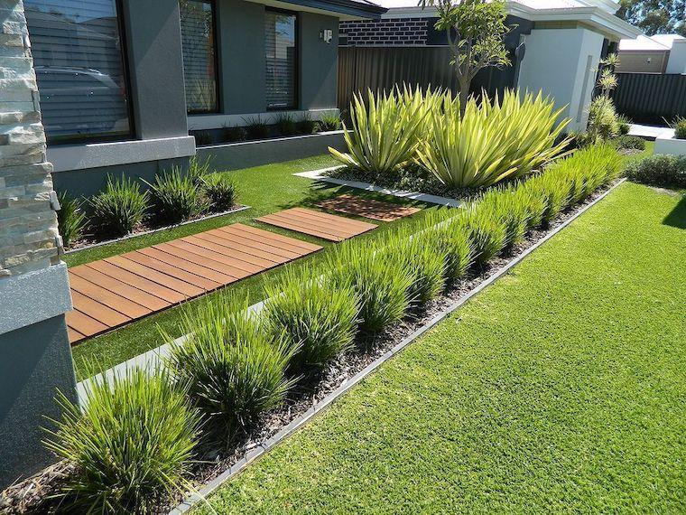 piante da giardino sempreverdi outdoor con prato verde camminamento in legno