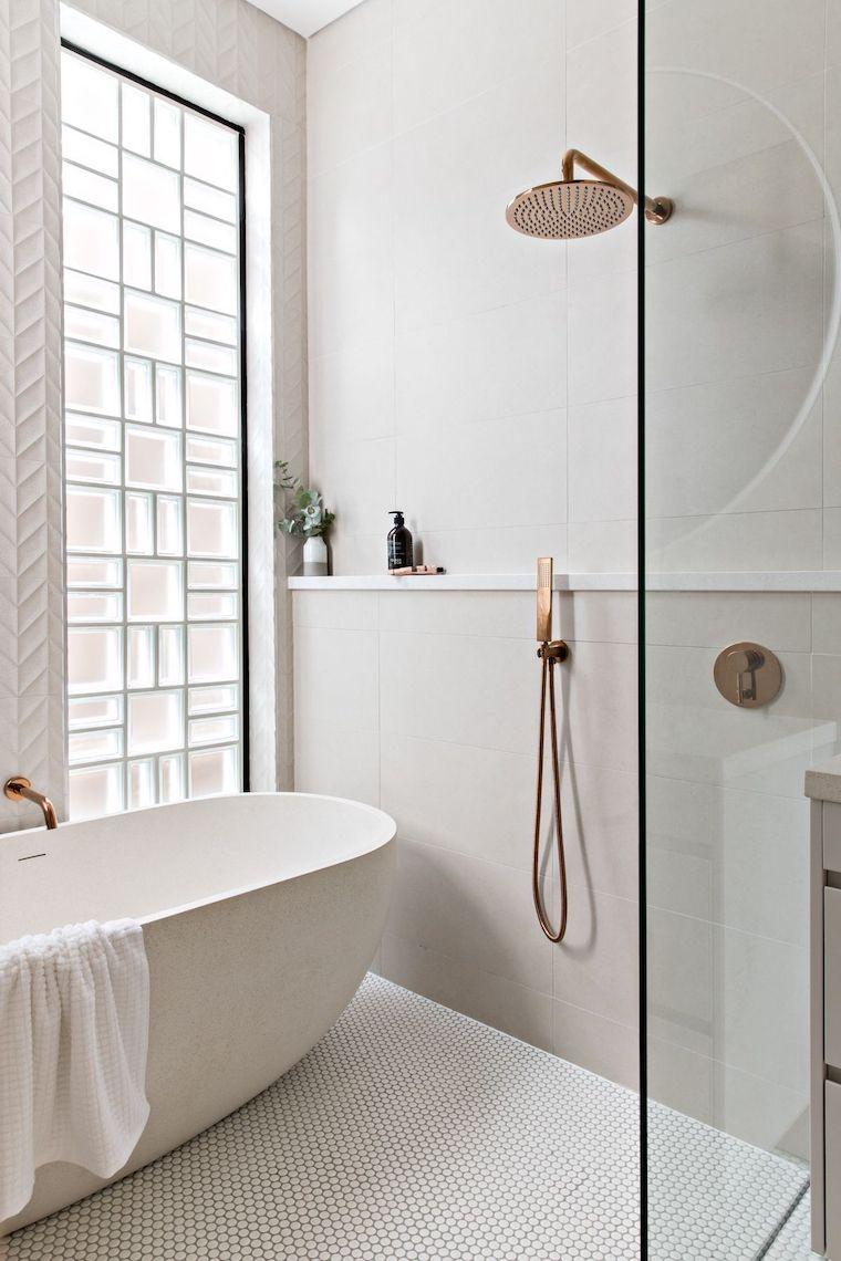 piccoli bagni moderni rivestimento parete con piastrelle bianche