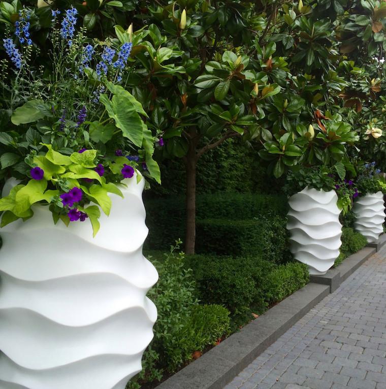 quali sono i fiori che durano tutto l anno vasi di ceramica bianca