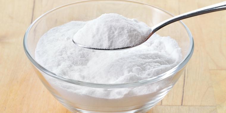 rimedi contro le formiche ciotola di vetro con del sale