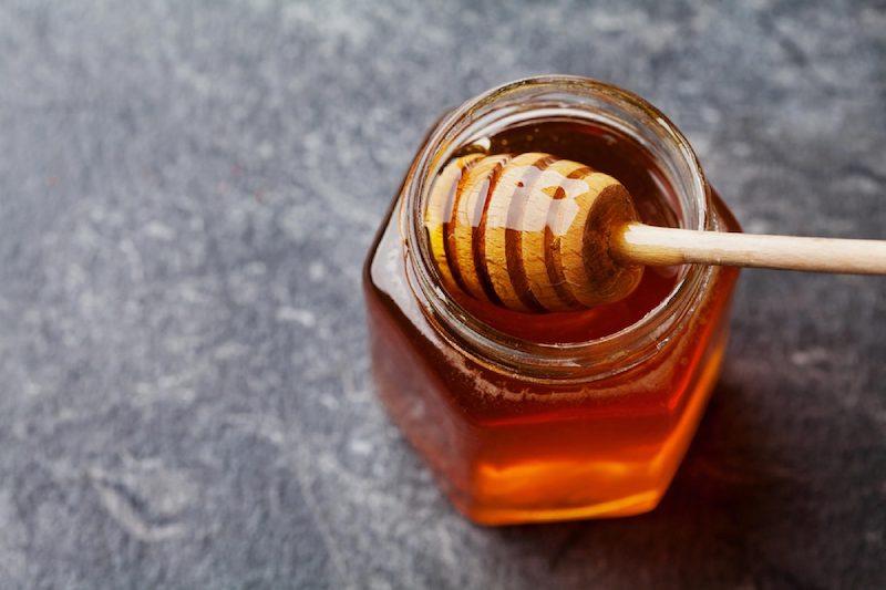 rimedi naturali per punture di zanzare barattolo di miele