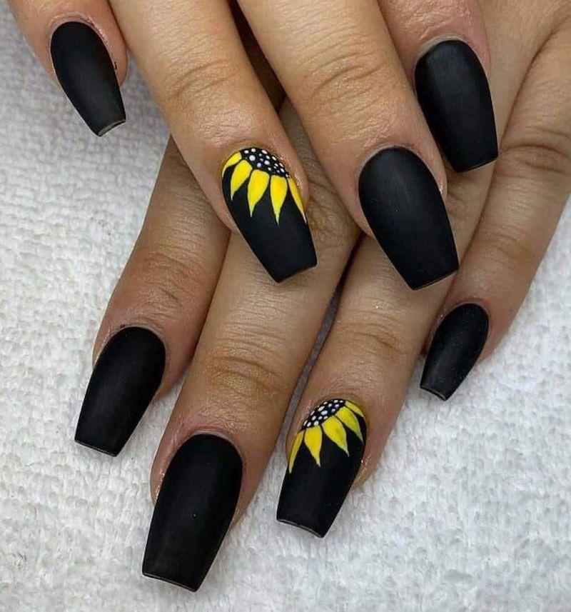 smalto nero con disegni girasole unghie opache