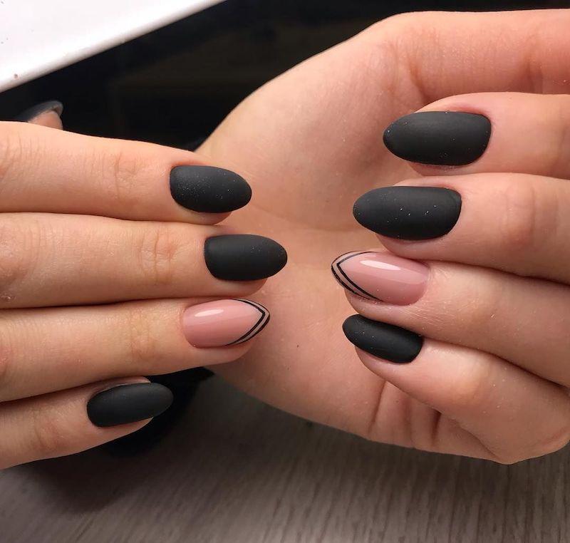smalto nero opaco e rosa manicure unghie a mandorla
