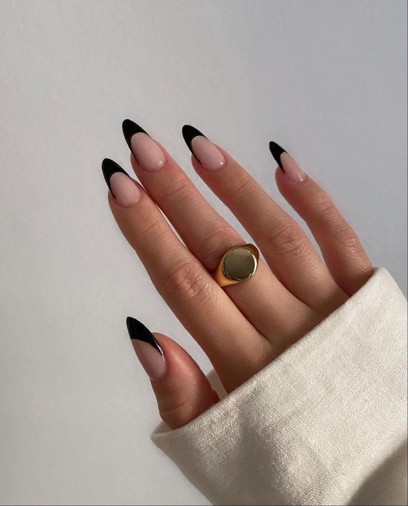 stiletto french manicure smalto nero effetto matte