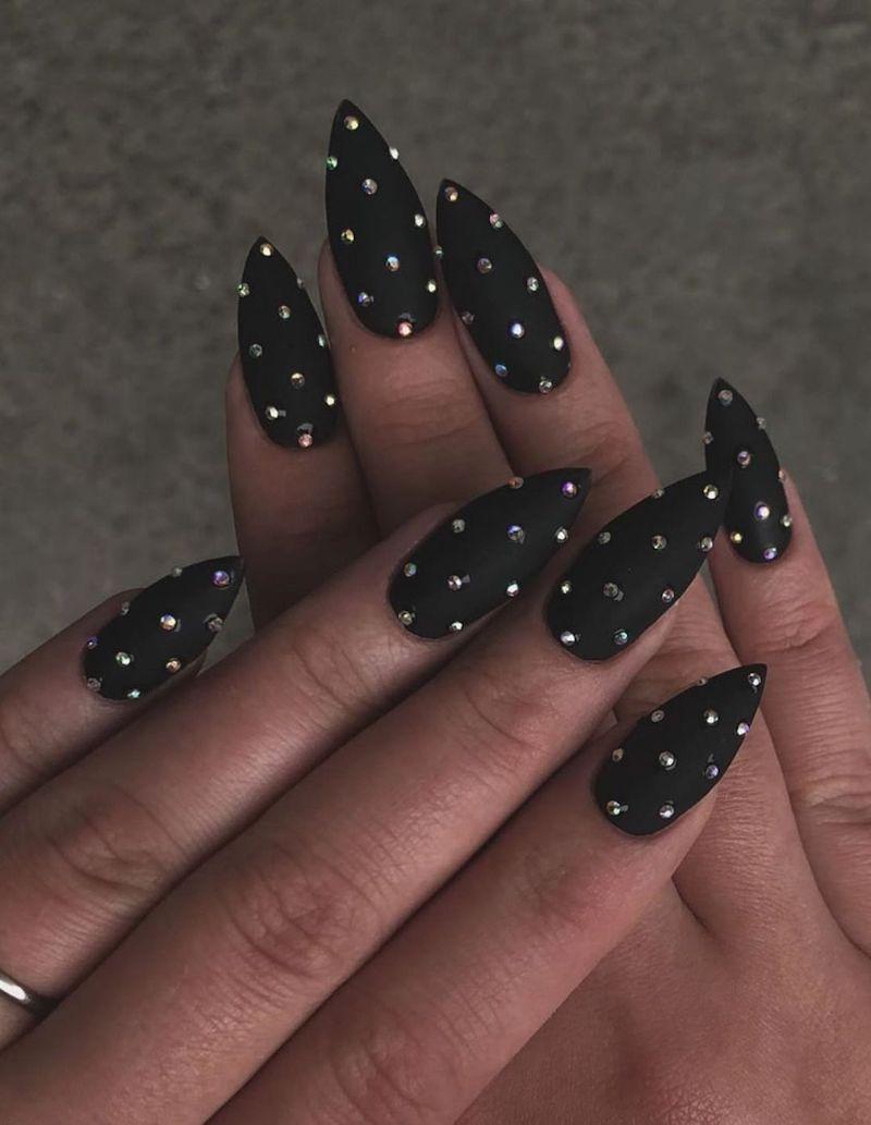 stiletto nero con brillantini unghie gel nere opache