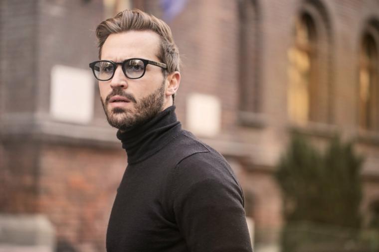taglio capelli 2021 uomo acconciatura con ciuffo indietro corto ai lati