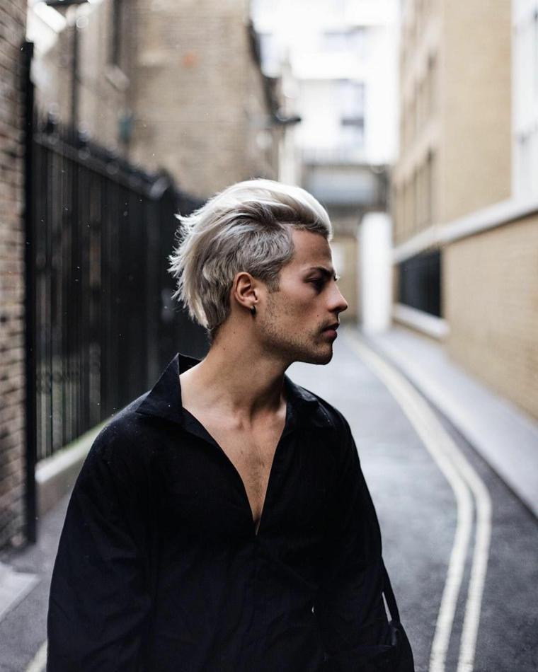taglio capelli 2021 uomo pettinatura corta ai lati lunga sopra