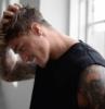 taglio capelli uomo corti sfumati acconciatura maschile con ciuffo davanti