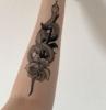 tatuaggi serpenti braccio donna con rosa