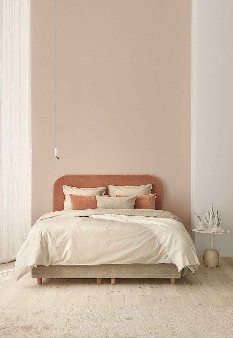 tortora beige colori pareti camera da letto comodino rotondo lampada appesa dal soffitto