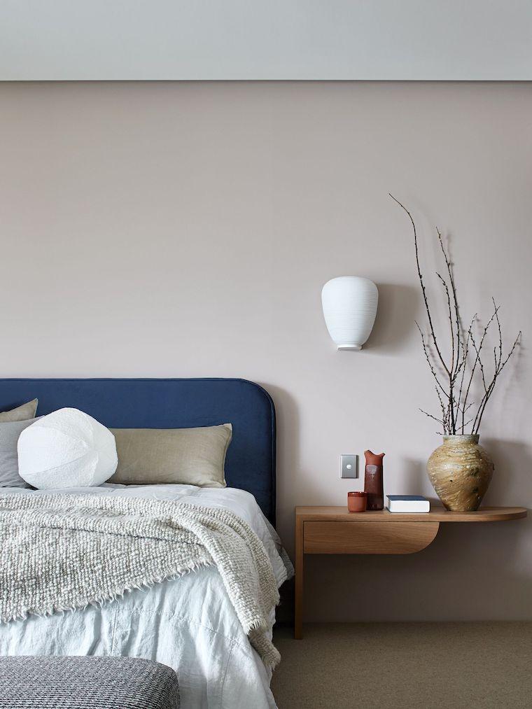 tortora beige colori pareti camera da letto testata in tessuto color blu