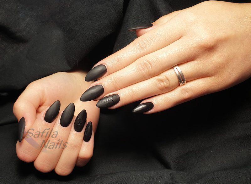 unghie a mandorla manicure nera opaca smalto matte