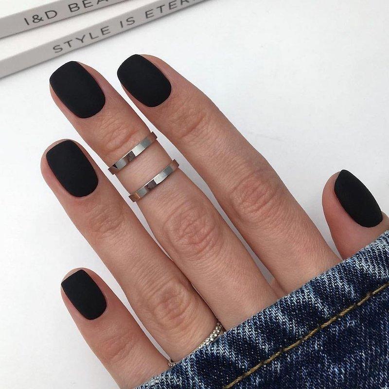 unghie corte nere smalto effetto matte