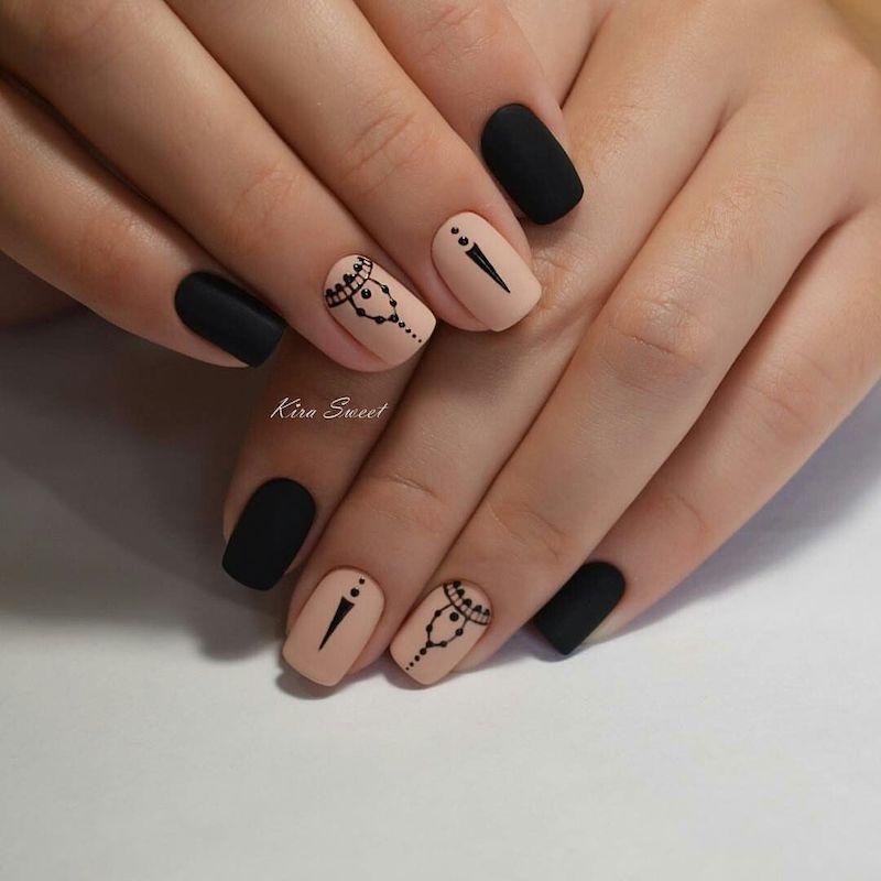 unghie nere e rosa smalto opaco
