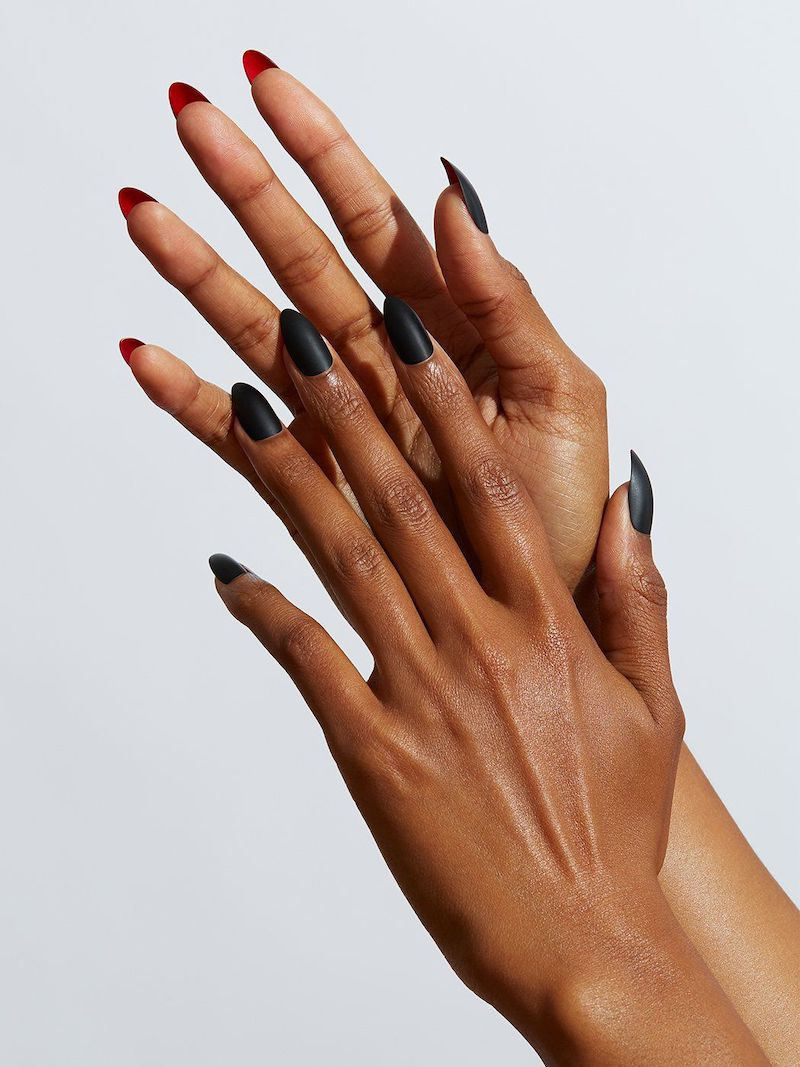 unghie nere opache manicure stiletto