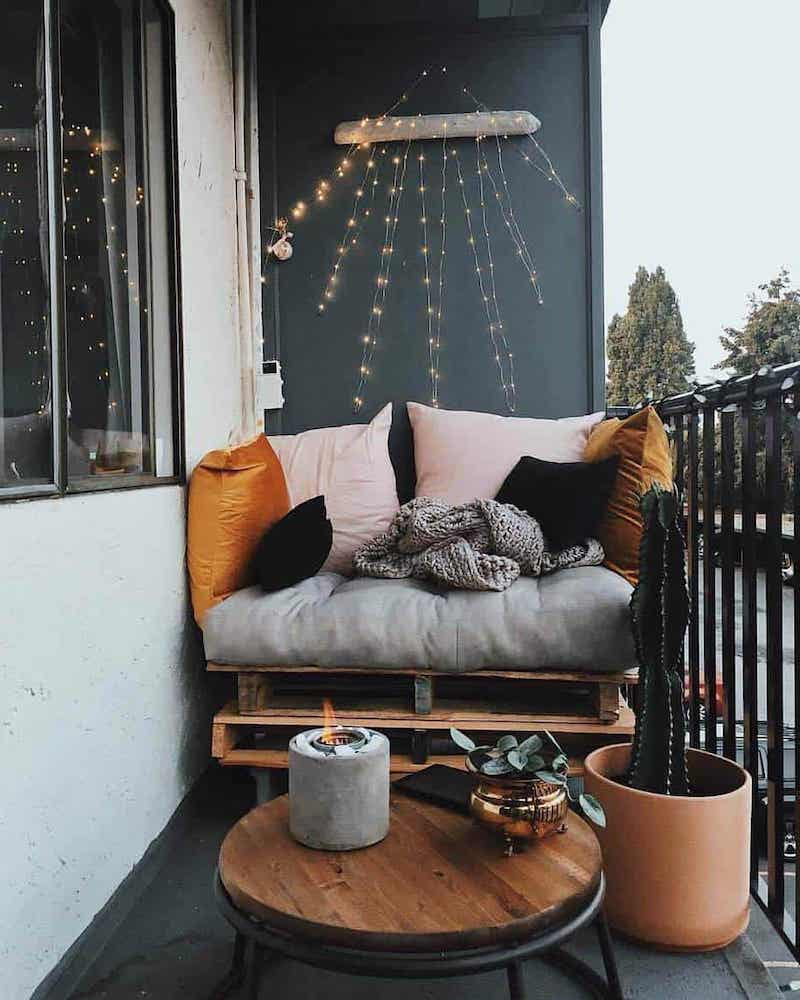 arredare terrazzo appartamento divano in pallet