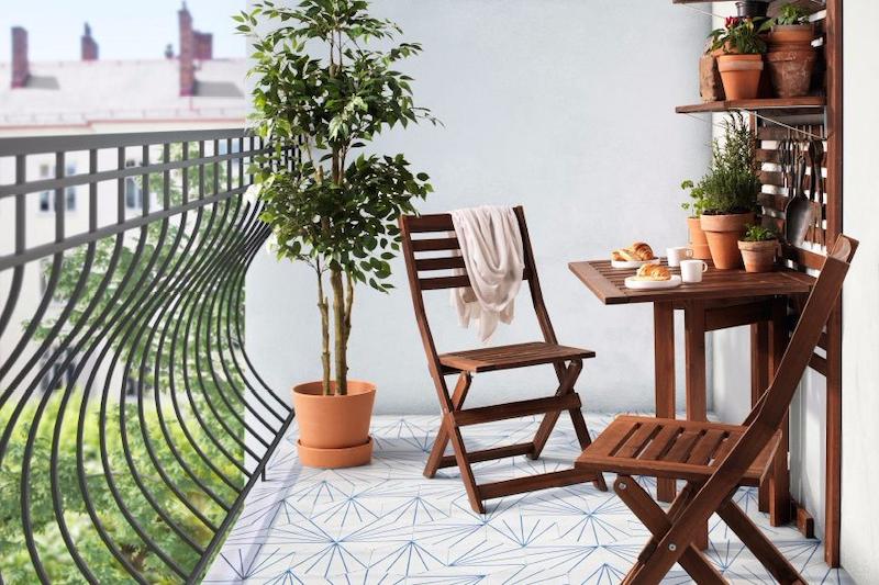 arredare terrazzo con piante mobili di legno