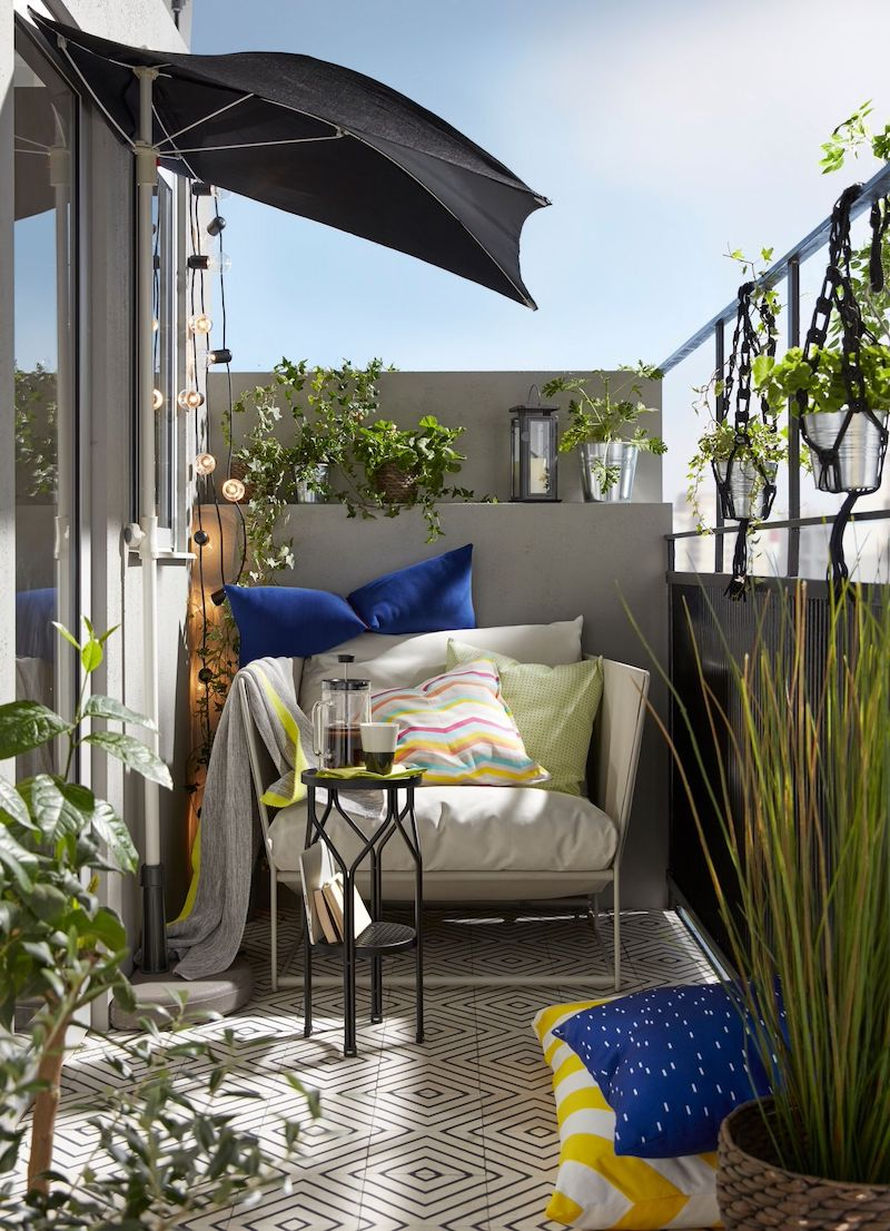 come arredare un terrazzo piccolo mobili in ferro