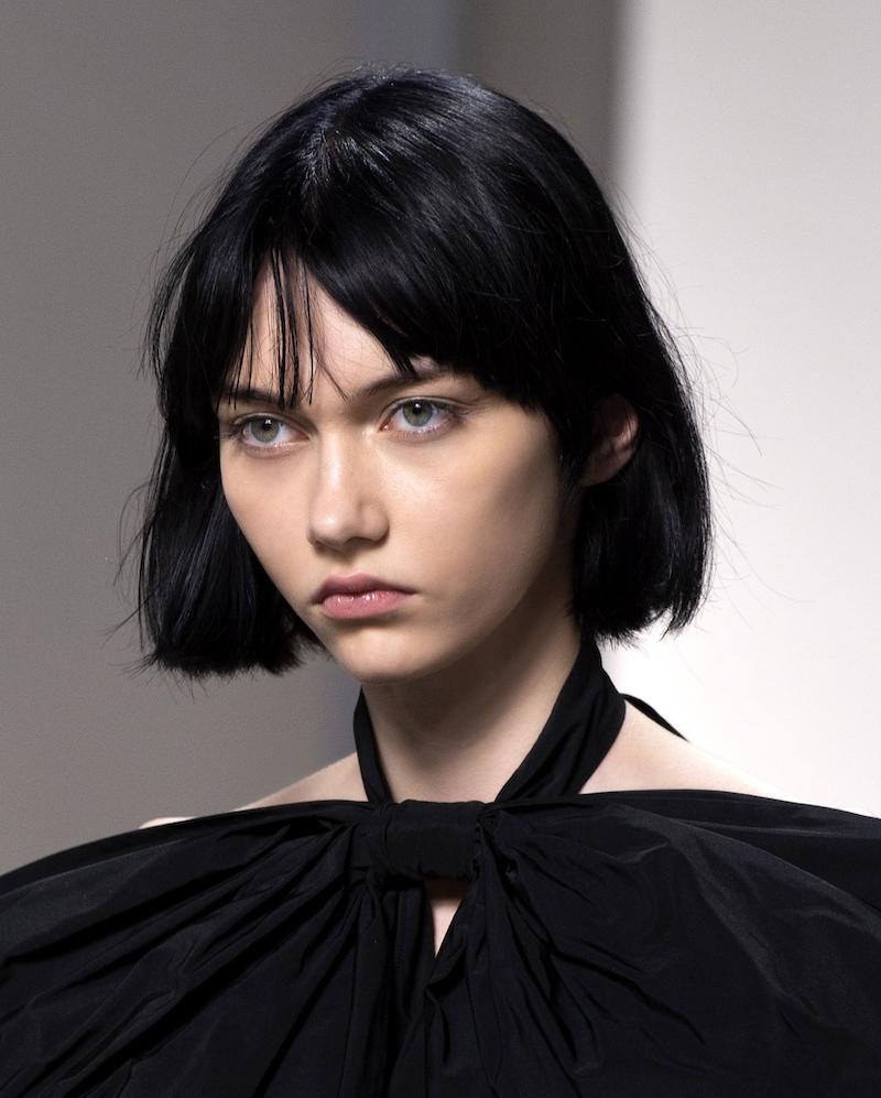 capelli corti con frangia colorazione tinta nero