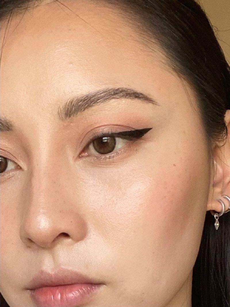 come fare una bella riga di eyeliner occhi marroni